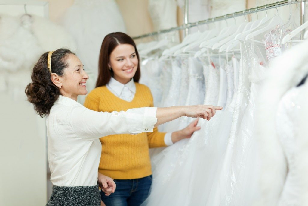 picking a brides gown