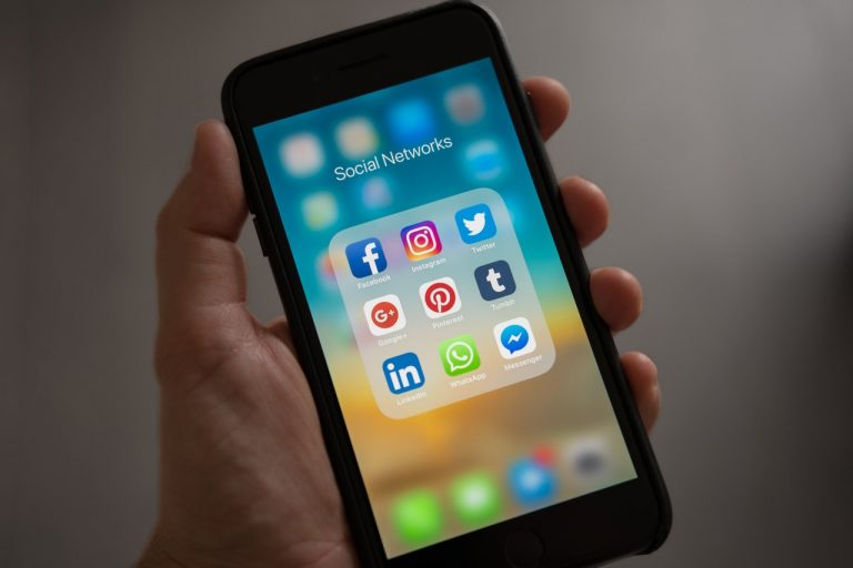 social media platforms on mobile