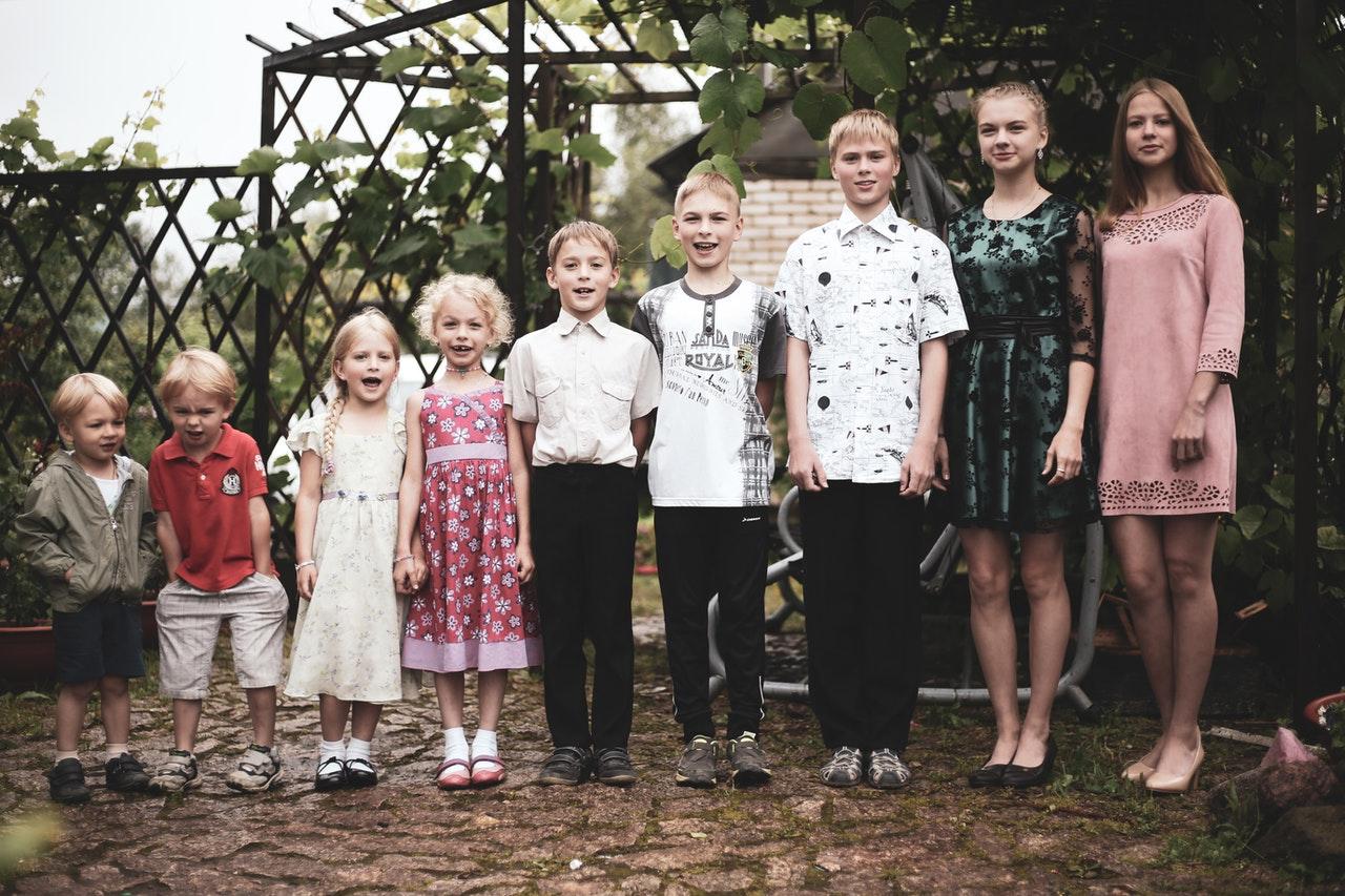 children arranged from smallest to tallest