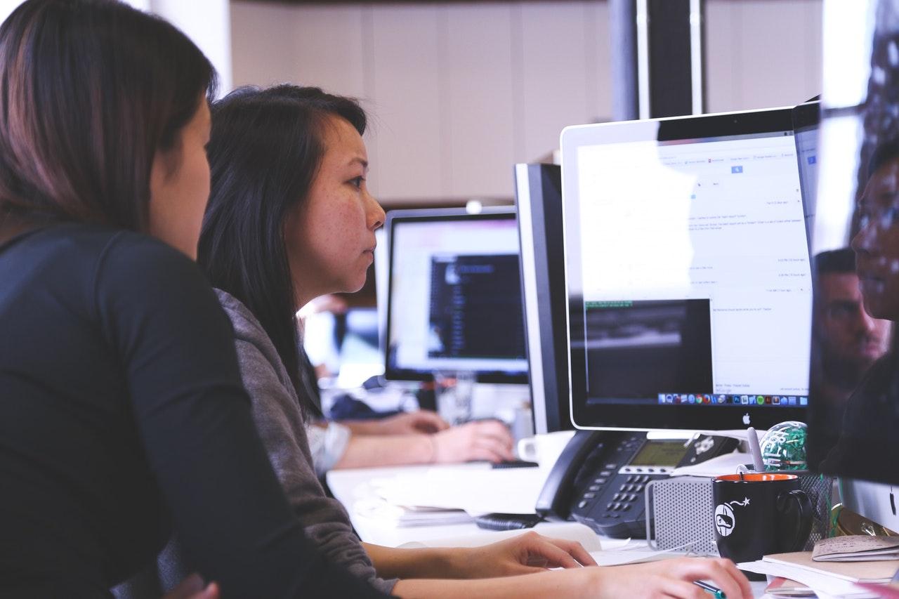employee using software
